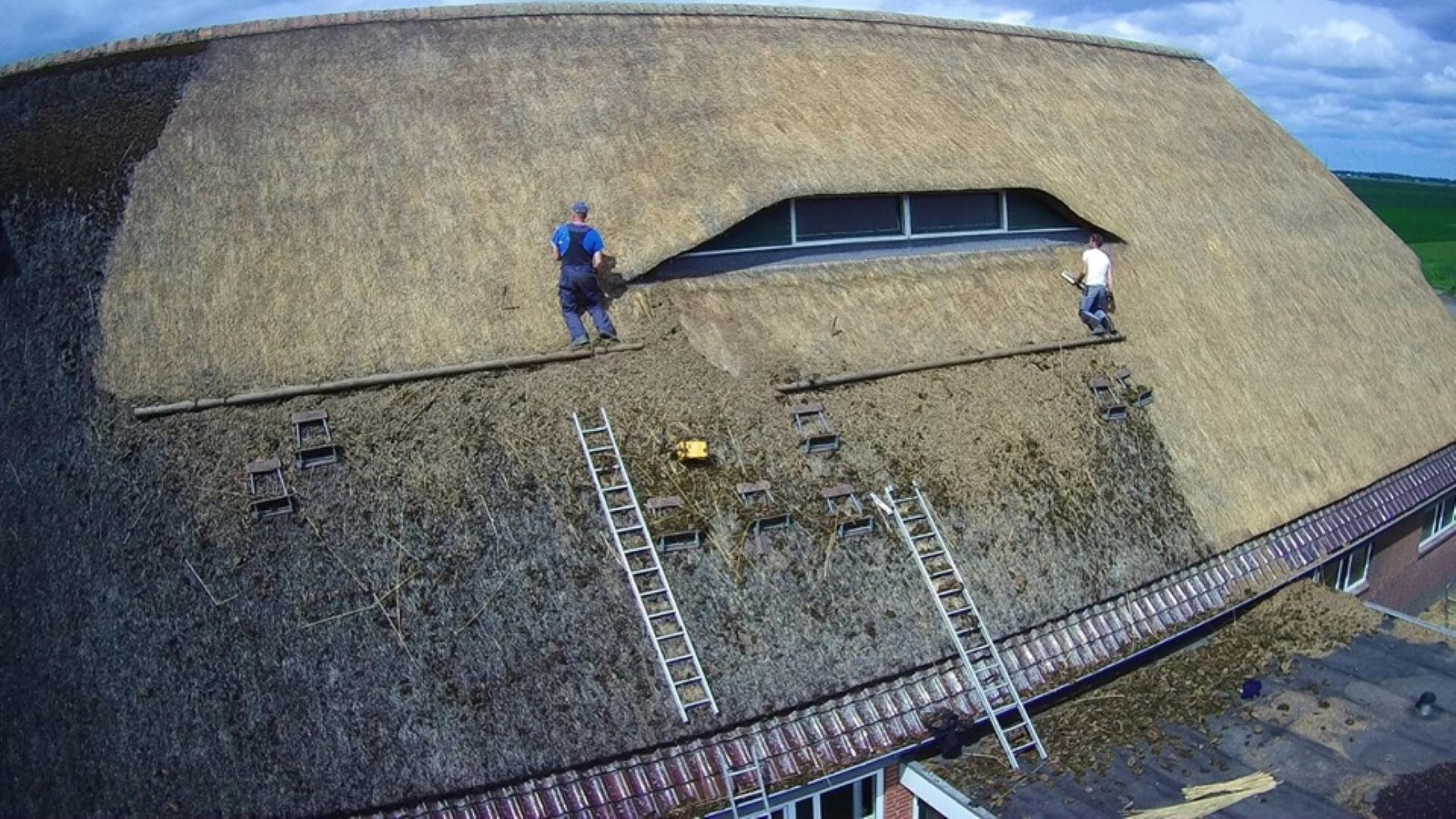 Rieten dak kammen